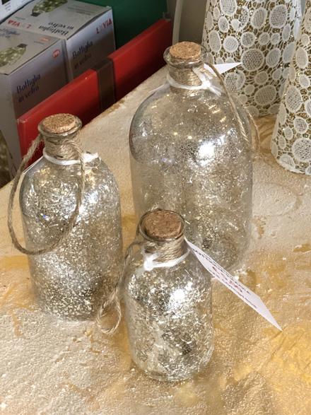 Bottiglie classiche per decorazioni natalizie